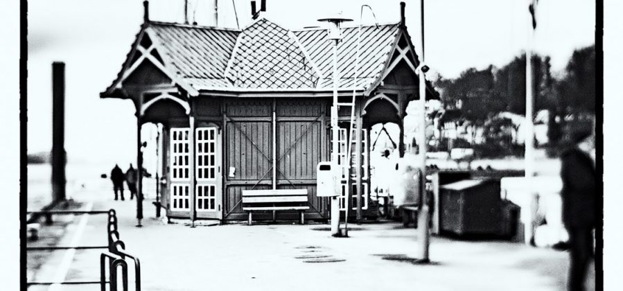 Ferry Waiting Room Övelgönne (BW)